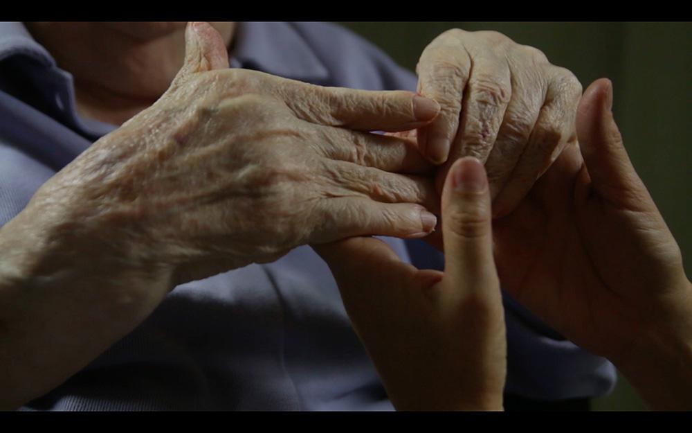 Vanhusten käsiä