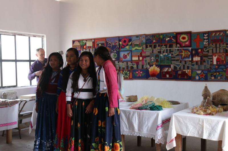 Oppilaita luokkahuoneessa