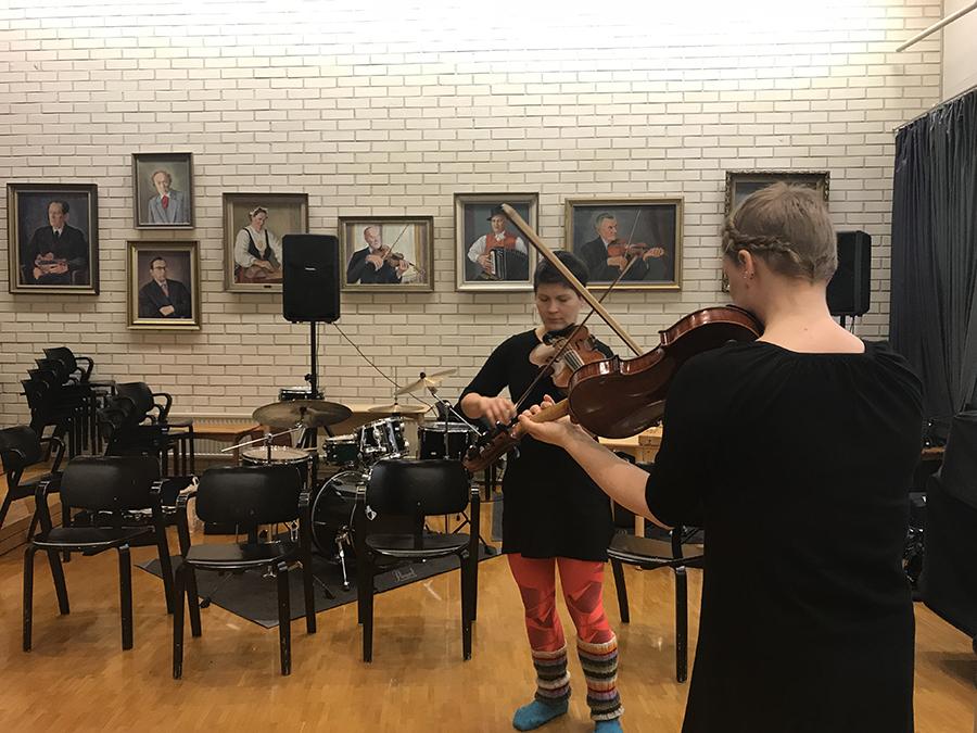 Viulistit harjoittelevat