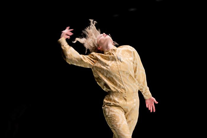 Tanssija Kosto-esityksessä