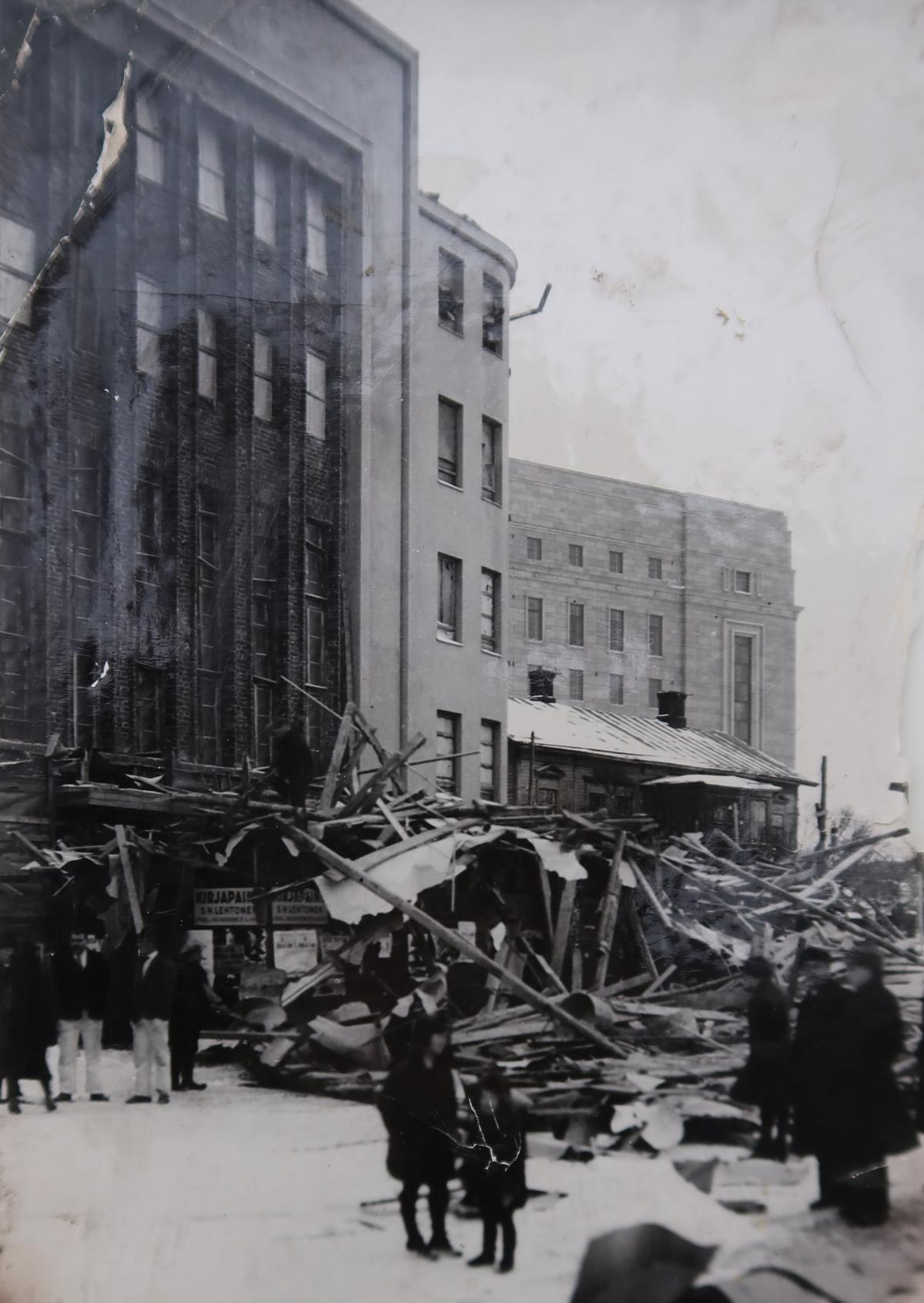 Close-up view of the collapsed scaffolding.